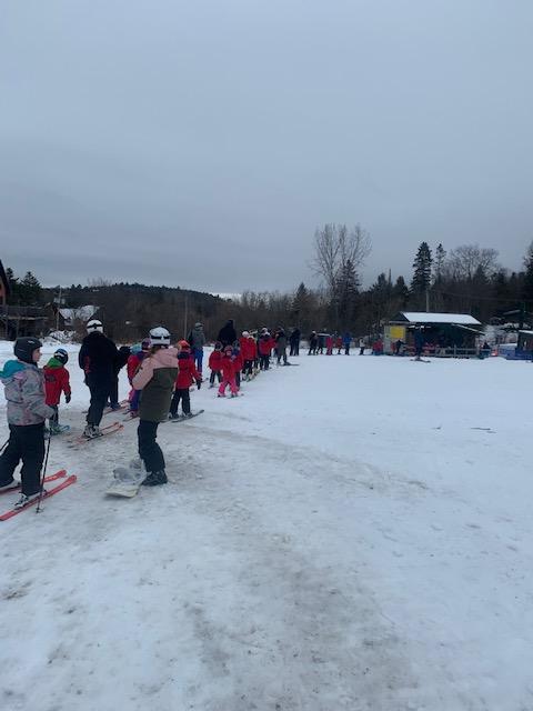 Ski Vorlage - Dévaler les pentes en famille