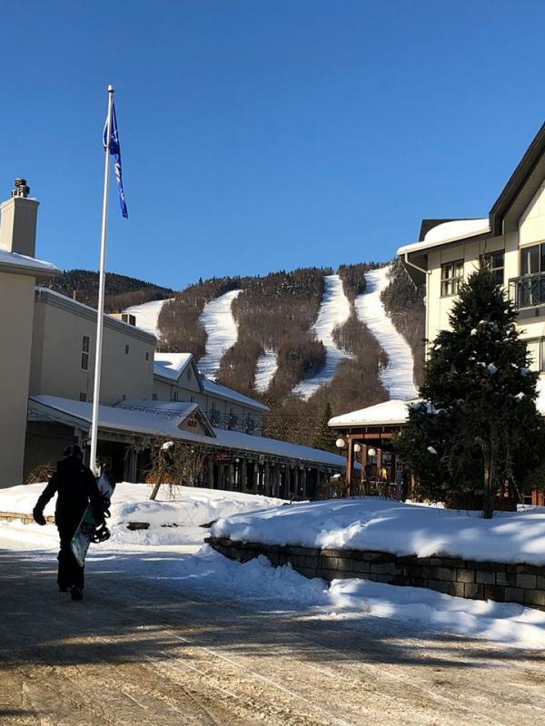 Station Touristique Stoneham - Un soleil du Mexique et un couvert de neige parfait